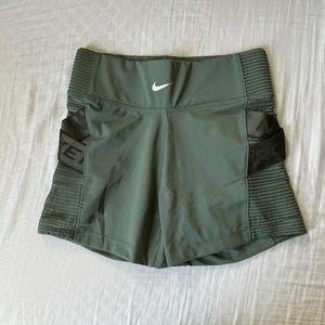 Nike pro spandex 💚